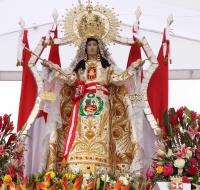 Miles de jóvenes peregrinan al Santuario de la Virgen de las Mercedes en Perú