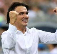 El entrenador de Croacia, Rosario en mano, lleva a su país a la final del Mundial